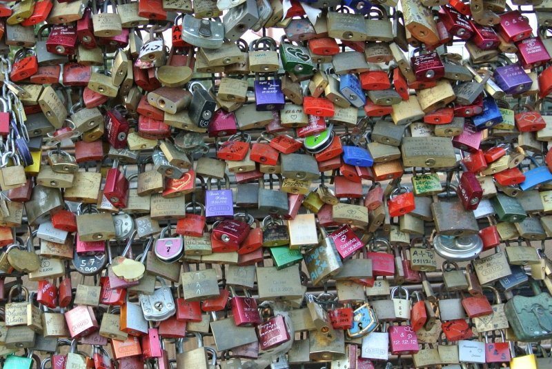 "Thousands of ""Love Locks"""